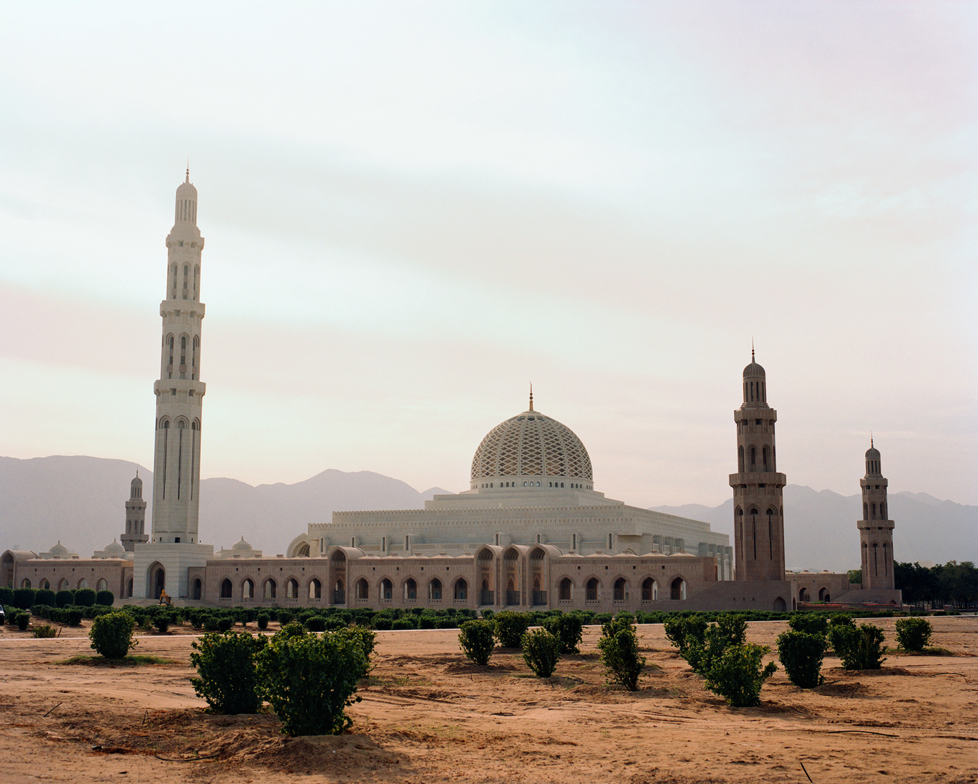 OMAN, Middle East, Muscat, Sultan Qaboos Grand Mosque, built in 2001, with a prayer hall accommodating 20000.