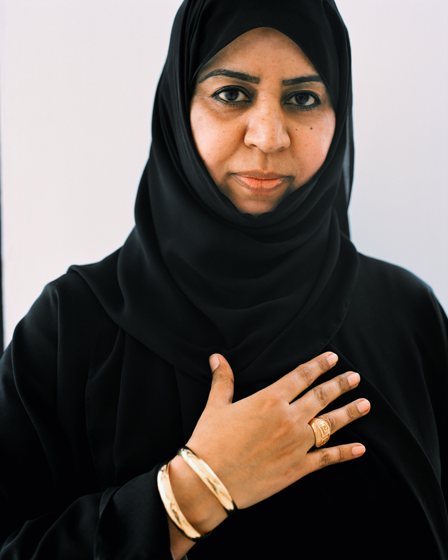 OMAN, Muscat, mid adult woman in burkha, portrait
